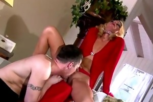 hawt blond d like to fuck engulfing cock!