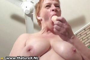 old busy housewife jerking off her love tunnel