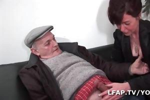 older francaise prise en double avec papy voyeur
