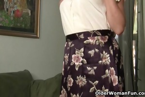 mommy looks so sexy in her nylons