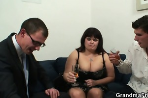 giant titted slut receives lured into 3some